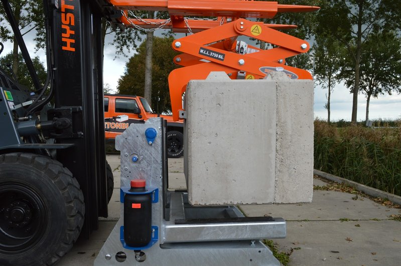 betonblock-handling-clamp-cl80-concrete-turning-bt2500