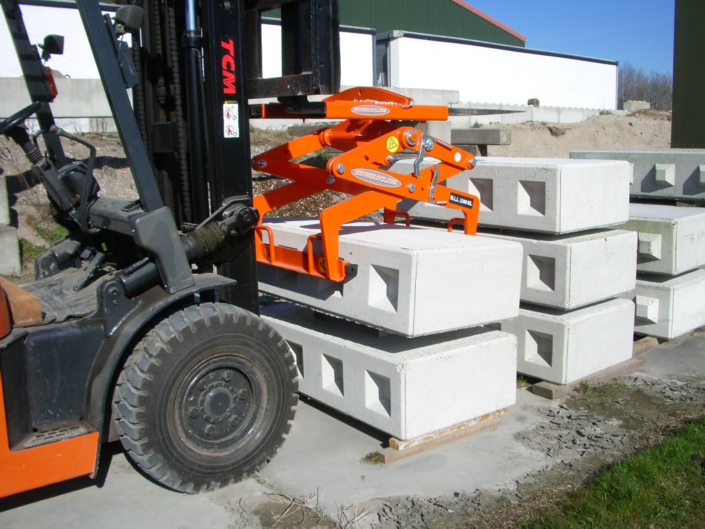 betonblock-handling-clamp-lcl60-ifting-forklift
