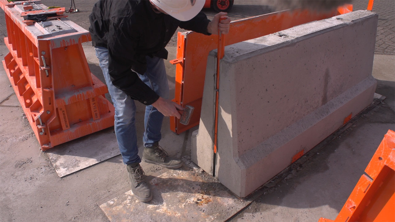 betonblock-road-works-barrier-concrete-output