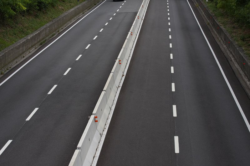 betonblock-road-works-barrier-road-safety-highway