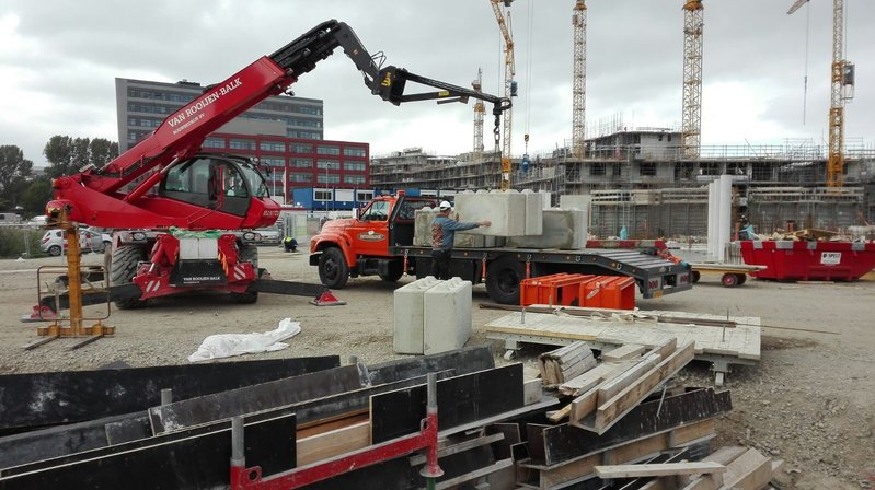 betonblock-handling-concrete-blocks-lifting-construction