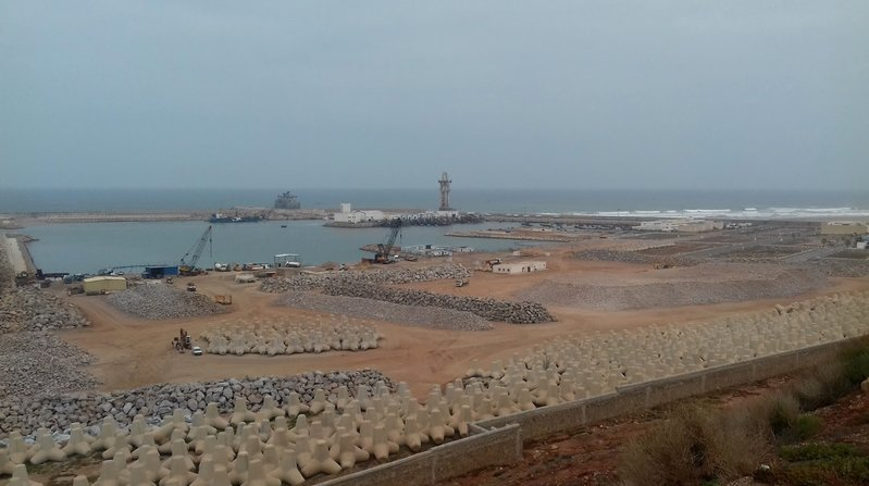 betonblock-tetrapods-coastal-engineering-beach-marocco