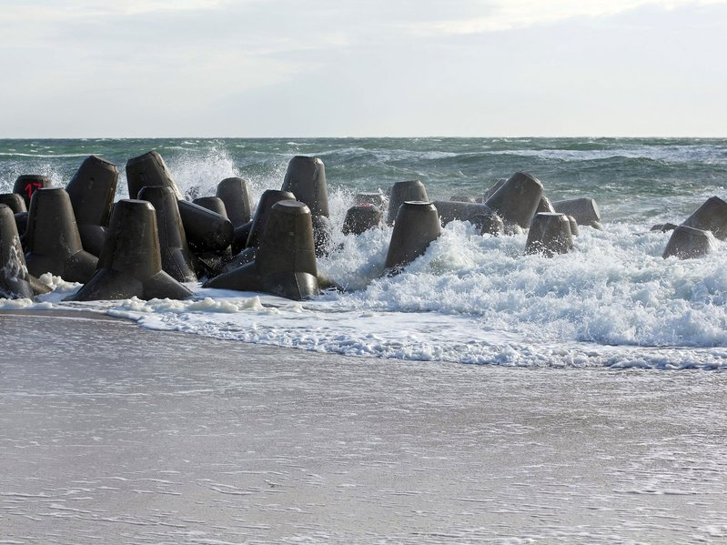 betonblock-tetrapods-coastal-engineering-prevention-in-sea-close