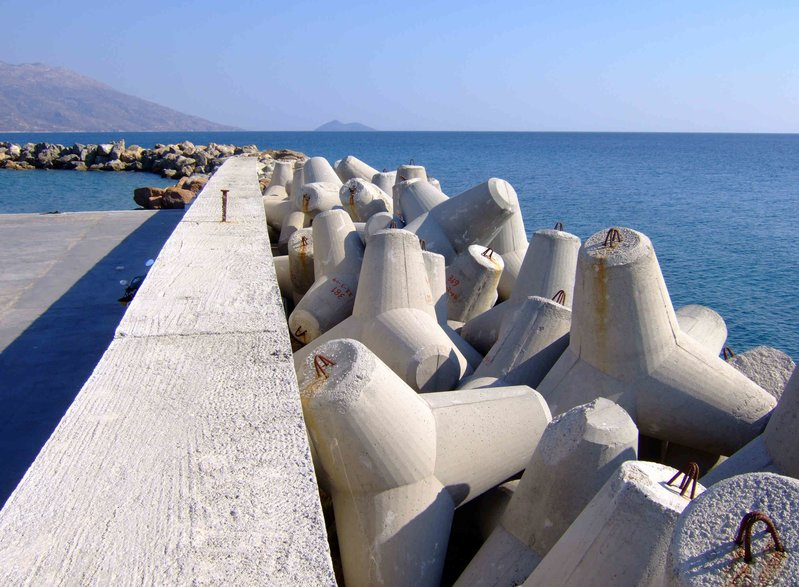 betonblock-tetrapods-coastal-engineering-prevention