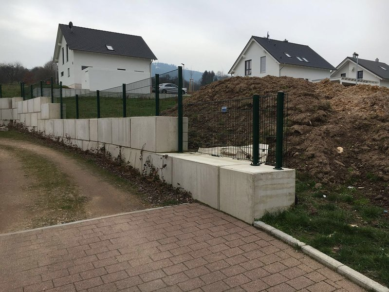 betonblock-concrete-blocks-construction-border-fence