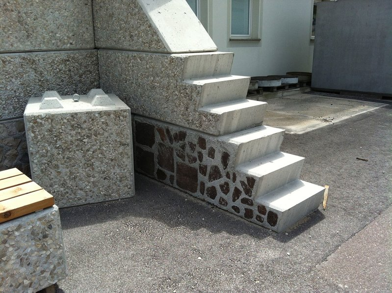 betonblock-concrete-blocks-construction-gravel-wall-house