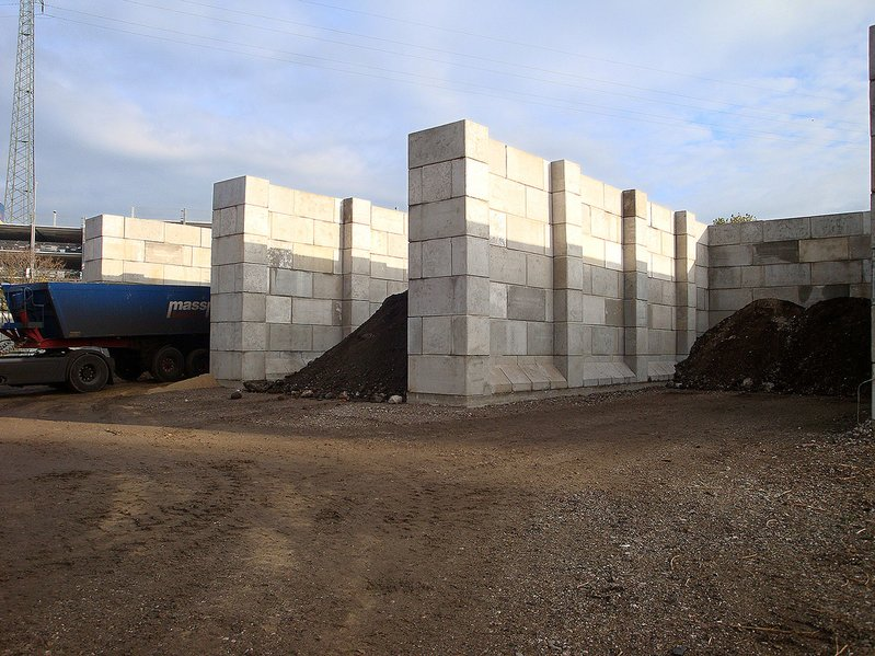 betonblock-concrete-blocks-construction-seperations-walls-storage