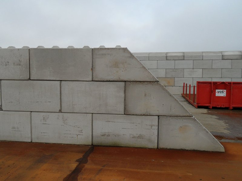 betonblock-concrete-blocks-construction-wall-45degree