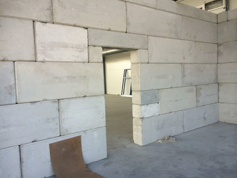 betonblock-concrete-blocks-construction-wall-door