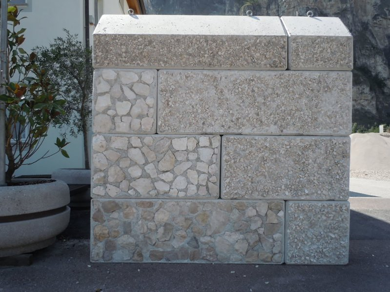 betonblock-concrete-blocks-gravel-construction