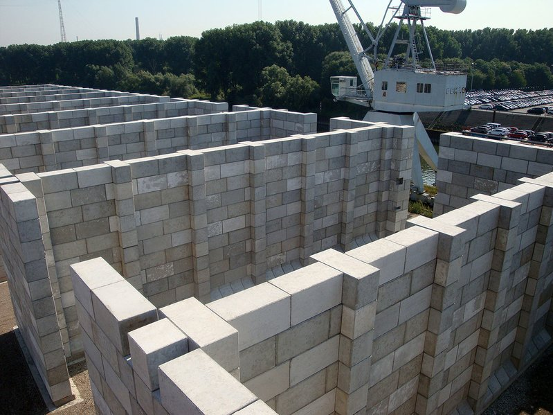 betonblock-concrete-blocks-construction-separation-walls-storage-court