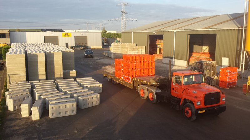 betonblock-transport-concrete-blocks